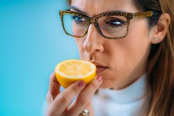 Почему при коронавирусе нарушается слух, обоняние, вкус, и как их вернуть