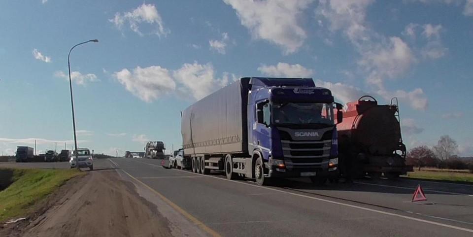 В Удмуртии произошло тройное столкновение машин с участием грузовика