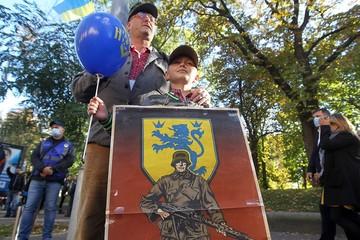 Записки киевлянки: Кого бы мэром не выбрали, бандеровские марши он не отменит - мэрию спалят