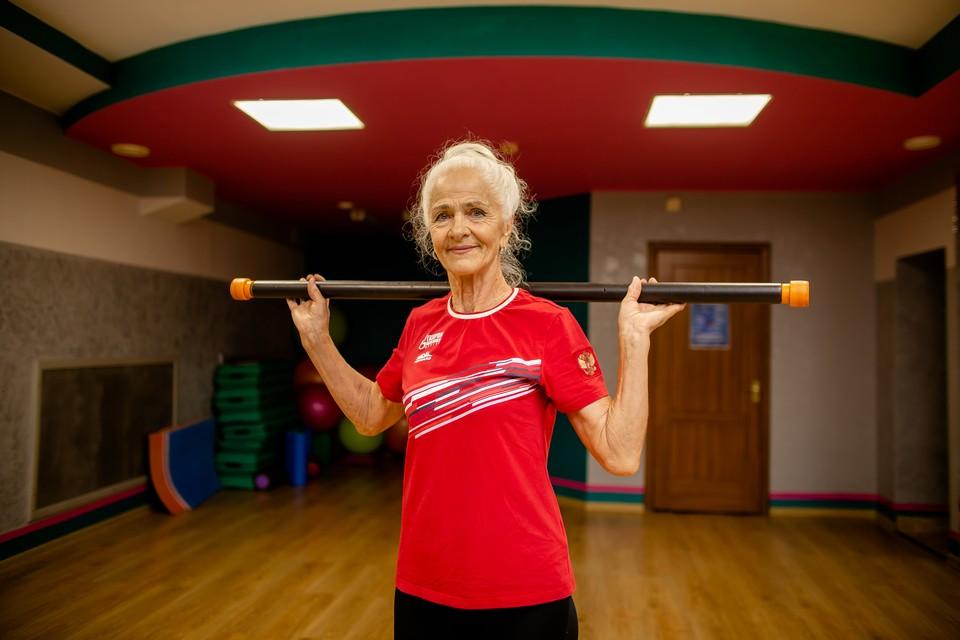 Бабушка шести внуков из Челябинска открыла фитнес-клуб и удивляет всех спортивной фигурой