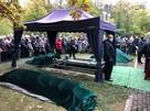 «К гробу шли всю ночь». Священника Дмитрия Смирнова похоронили за алтарём в родном храме