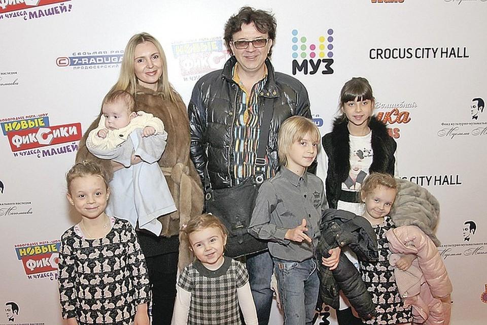 Бросивший шестерых детей Рома Жуков устроил разборки с бывшей женой у Леры Кудрявцевой