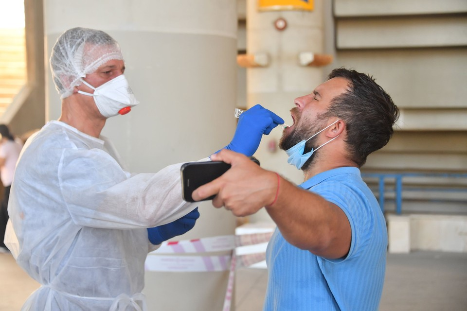 Инфекционист рассказал, как правильно проверять себя на коронавирус