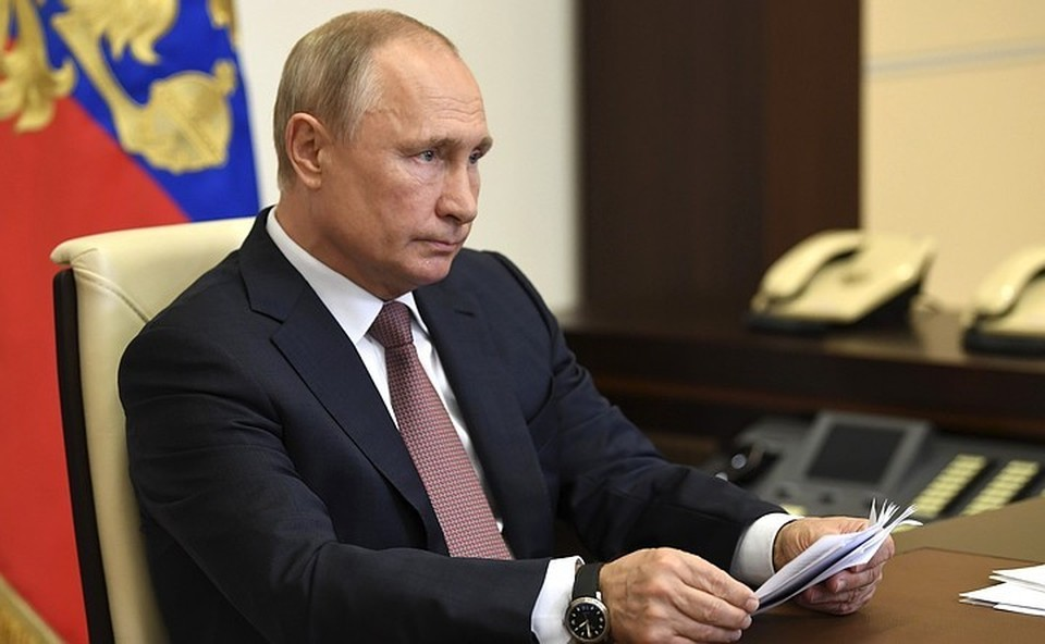 Российский лидер также предложил увеличить оплату больничного родителям детей до семи лет