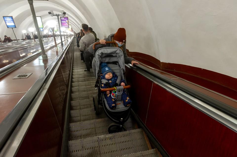 Самим спускать коляски в метро теперь нельзя