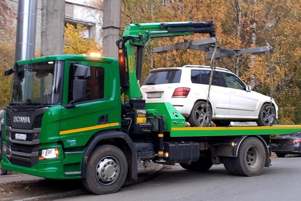Машину у кировчанки все-таки забрали, а на нее саму завели уголовное дело. Фото: УФССП России по Кировской области