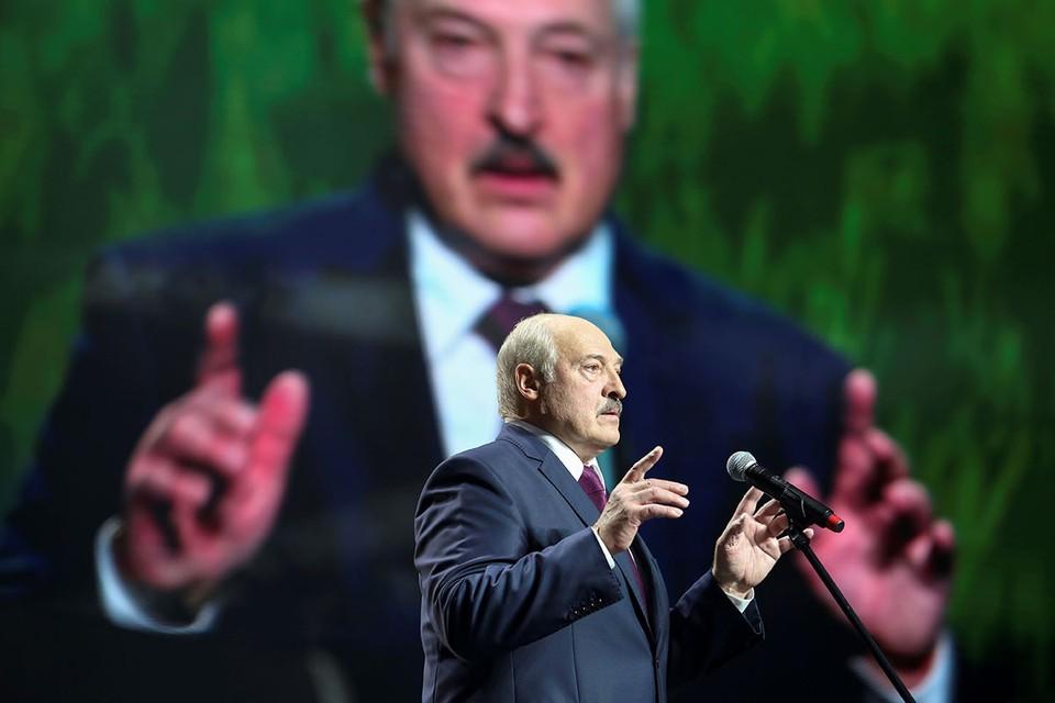 Президент Белоруссии потребовал увольнять бастующих рабочих и отчислять студентов, выходящих на протесты