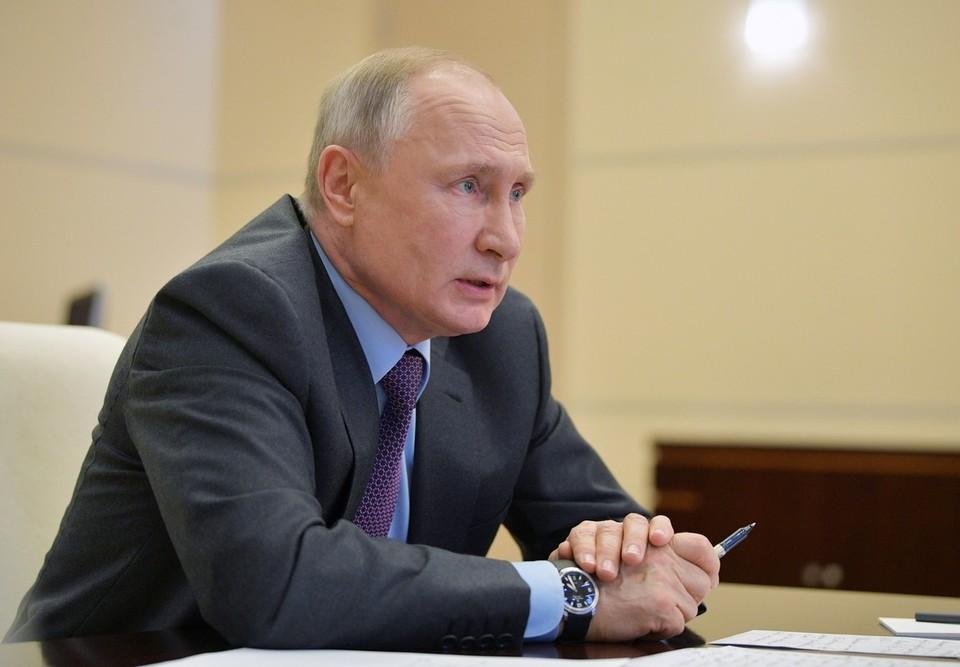 Путин потребовал выделить средства на лекарства для больных коронавирусом