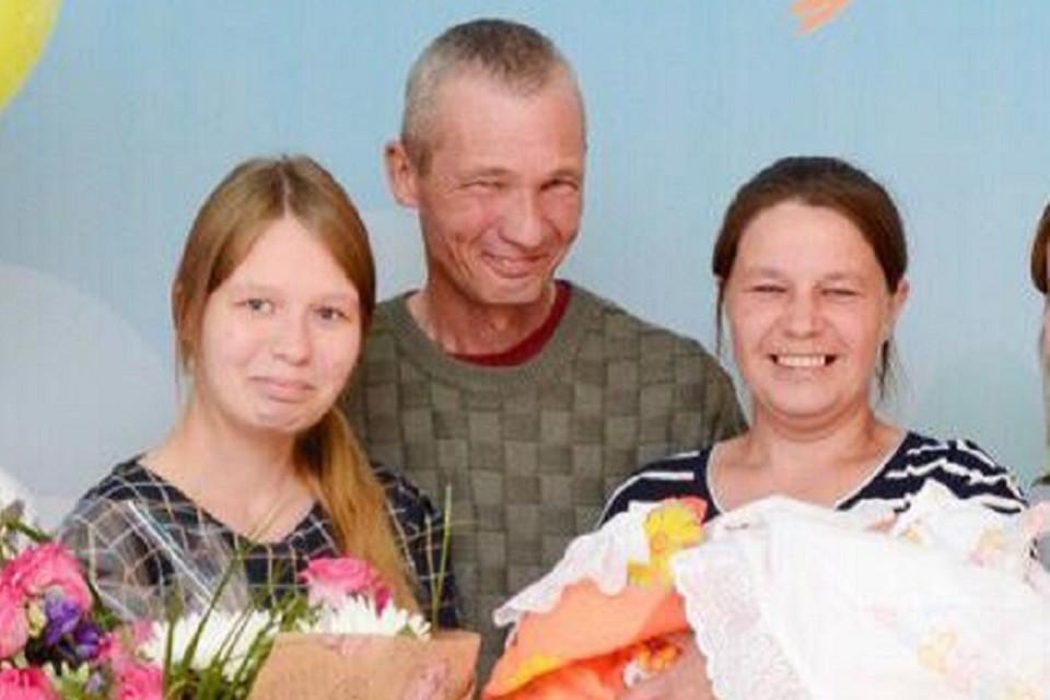 Олег Сабуров и его жена Анна скончались на месте, а их дочь Александра умерла через два месяца в больнице. У девушки осталась маленькая дочка, малышку удочерила тетя. Фото: предоставлено родственниками