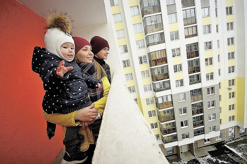 Почти двум третям молодых семей в России денег хватает только на еду и одежду