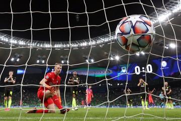 Российский футбол опускают на колени: игрокам это удалось, политикам пока нет