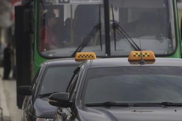 Указ свердловского губернатора поставил в тупик таксистов