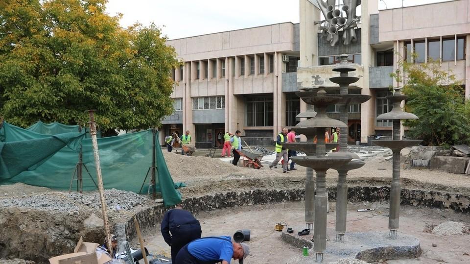 В Симферополе завершают благоустройство сквера в районе Москольца. Фото: официальный сайт правительства РК.