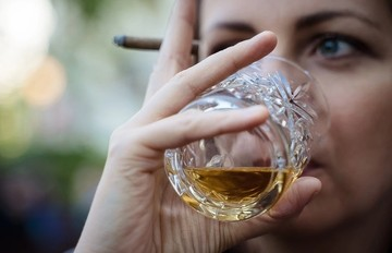 Симптомы алкоголизма у мужчин и женщин: как распознать болезнь