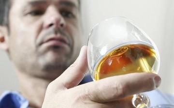 Причины алкоголизма у мужчин и женщин: с чего начинается зависимость