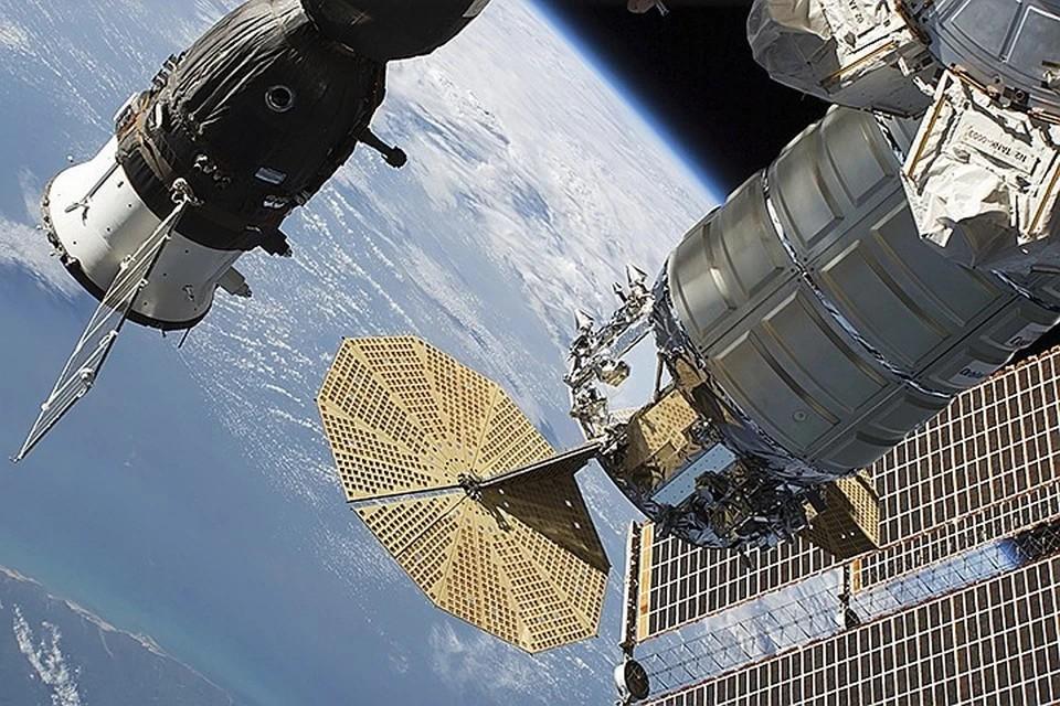Космонавты назвали возможную причину трещины в российском модуле МКС