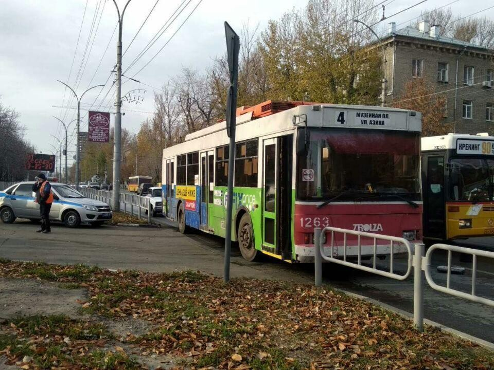 В Саратове троллейбус сбил пенсионерку. Фото городской ГИБДД