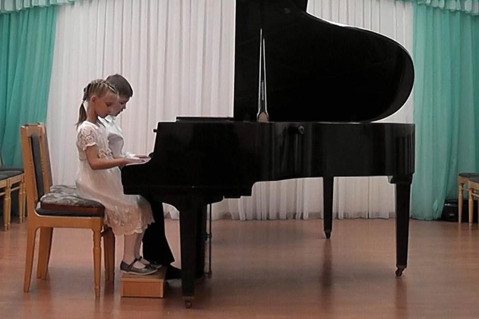 Киров представили юные пианисты из детской школы искусств «Элегия». Фото:admkirov.ru