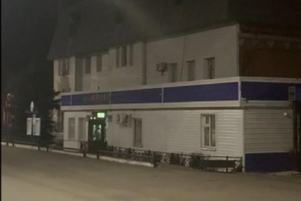 Парень ночью пытался поджечь отдел полиции.