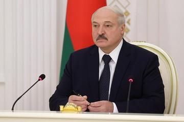 """Лукашенко обратился к силовикам: """"Нам отступать некуда, и мы отступать не собираемся"""""""