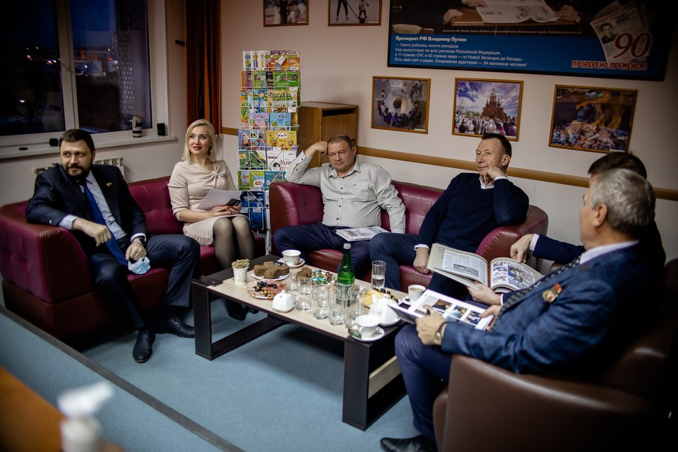 """В """"Комсомолке"""" отметили 102-летие ВЛКСМ и поговорили с бывшим комсомольским активом."""