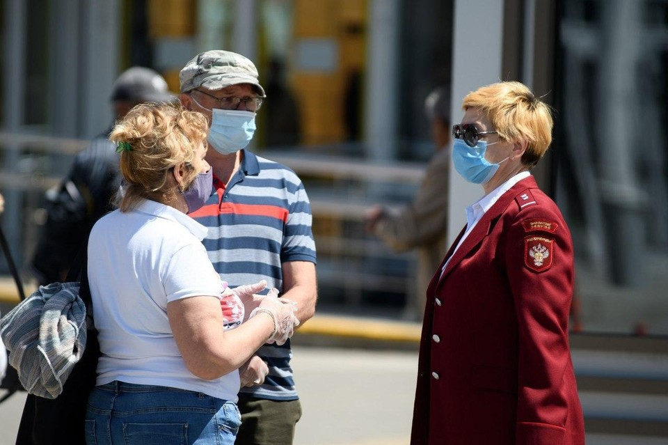 Эпидемиологи требуют носить маски