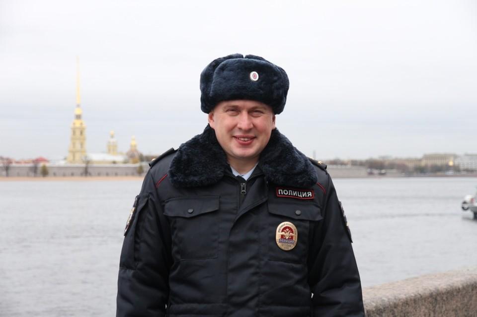 Народный участковый Петербурга иногда даже хищников Фото: ГУ МВД по СПб и ЛО