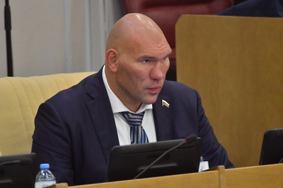 Валуев оценил инициативу присвоить Нурмагомедову звание Героя России.