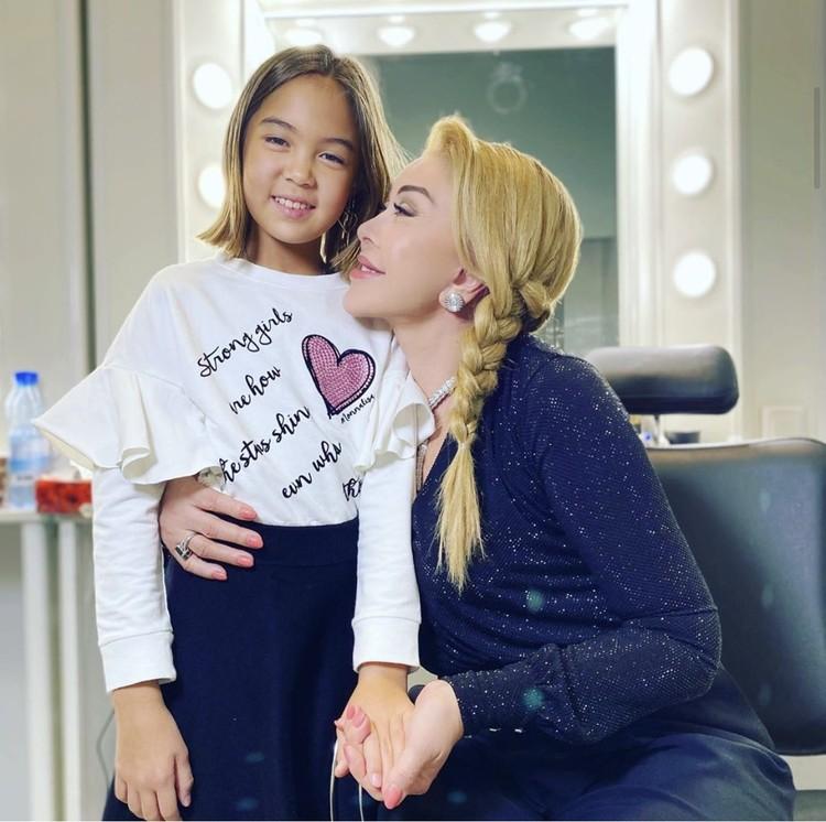Любовь Успенская поселила у себя 11-летнюю Камиллу.