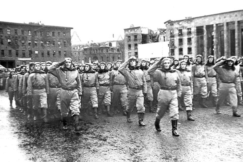 7 ноября 1945 года. Первый советский парад в Кенигсберге.