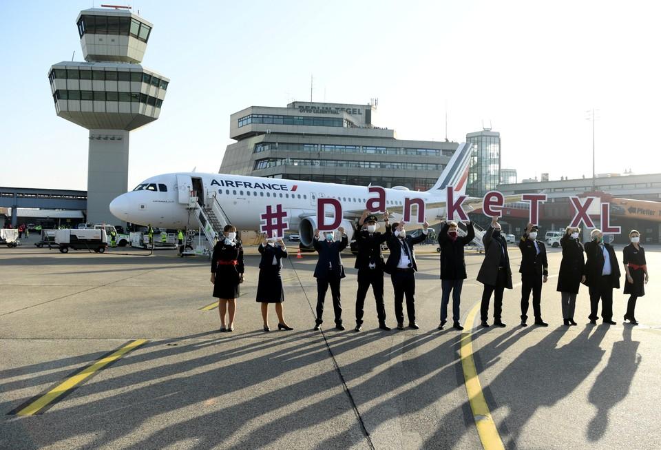 Так в Берлине провожали последний рейс из аэропорта Тегель.