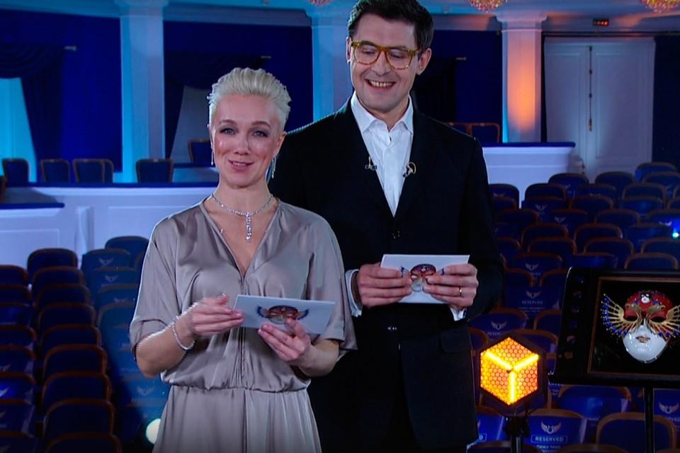 Ведущие «Золотой маски-2020» — Дарья Мороз и Сергей Епишев.