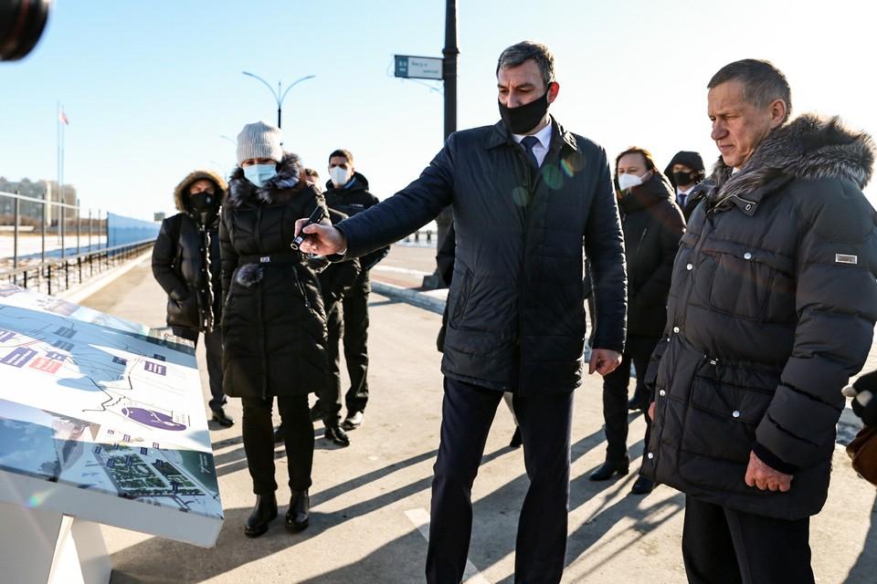 Полпреду президента РФ на Дальнем Востоке представили набережную Амура, центральную площадь Благовещенска, канатную дорогу. Фото: правительство Амурской области
