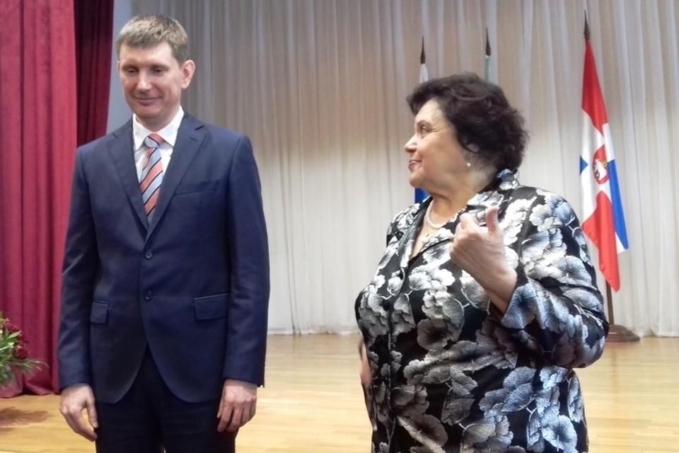 Элеонора Падей и самый известный выпускник гимназии - министр Максим Решетников. Фото: гимназия №17.