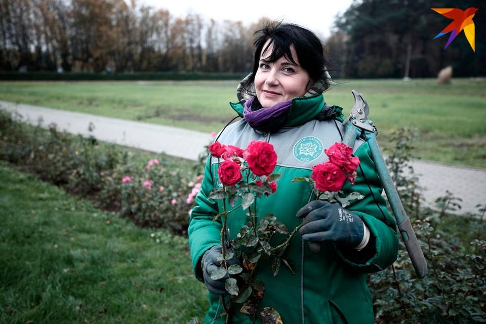 Куратор коллекции роз Ботанического сада Татьяна Никонович.