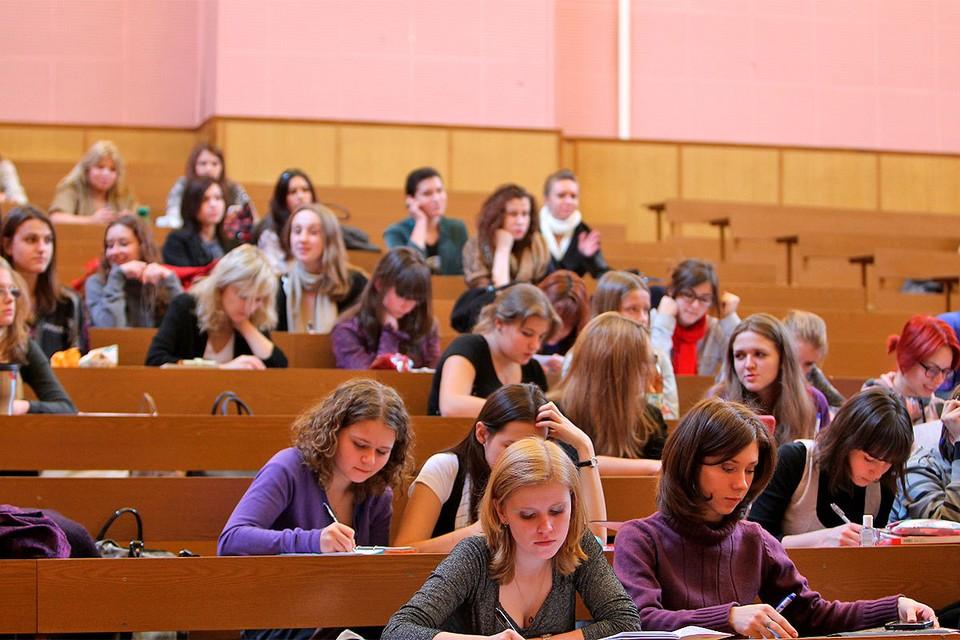 Студенты Московского государственного университета имени Ломоносова недовольны качеством обучения на удаленке.