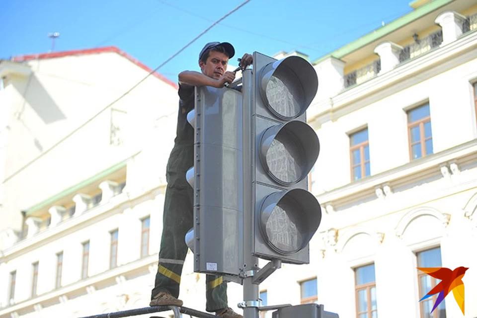 Светофоры устанавливались в благих целях - там, где часто сбивали пешеходов и происходило много аварий.