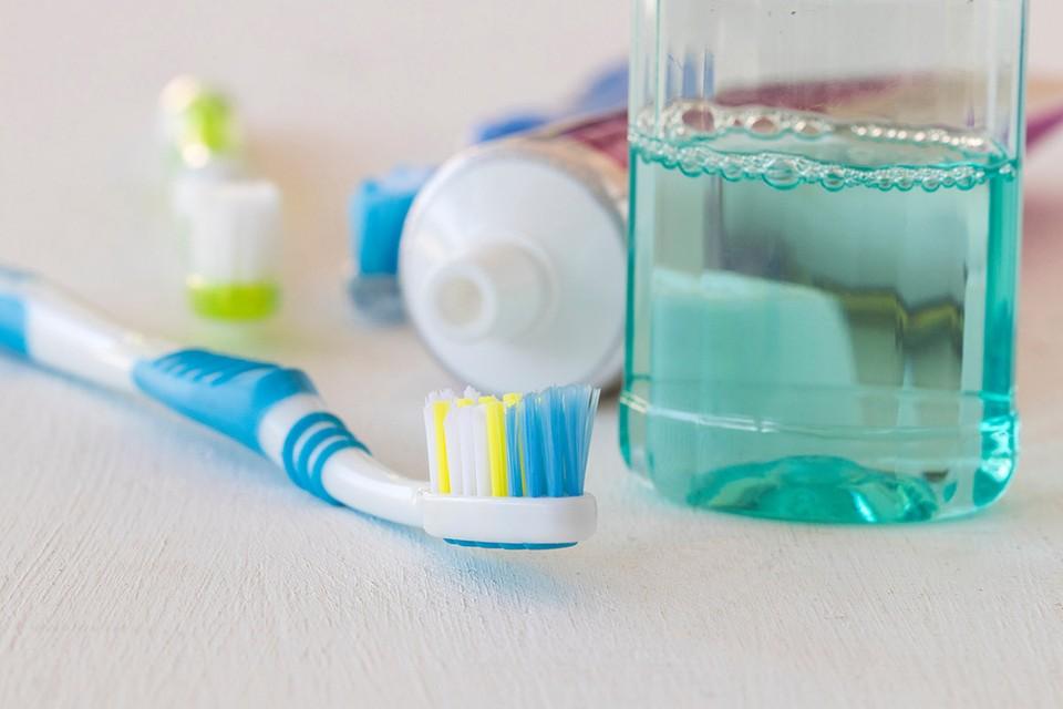 Жидкости для полоскания полости рта, в которых содержится не менее 0,07% антисептика хлорид цетилпиридиния, могут убивать коронавирус SARS-CoV-2.