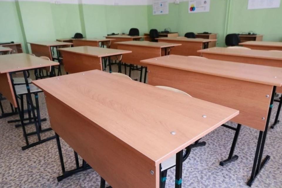 За первую неделю пять классов школ и 40 групп училищ края все же перешли на «жёлтый» уровень, который начинается при отсутствии 20-30% педагогов.