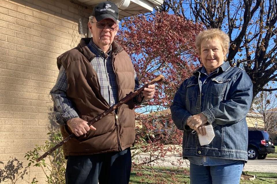 Чета американских пенсионеров прогнала грабителей при помощи трости. Фото: twitter.com/chicagotribune