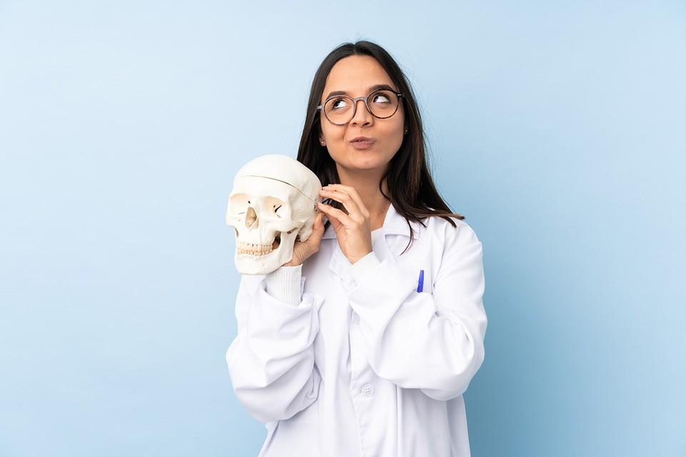 Сетевые «доктора» продвигают мысль, что спастись от них можно лишь чудо-лекарствами