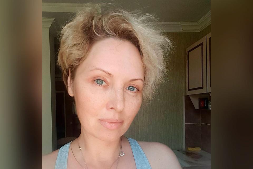 47-летняя Елена Ксенофонтова сегодня сообщила: «Немного лучше».