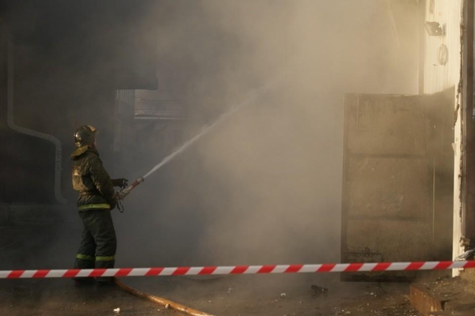 Школа горит в поселке Большое Голоустное