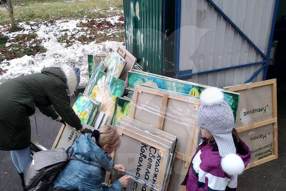 Картины Светланы Ковальской оказались ненужными. Фото: Лена Стариковская