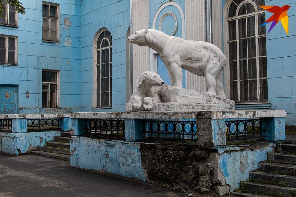 Ремонта фасада наконец дождался ДК моряков, на эту работу заложили 39,8 миллиона рублей.