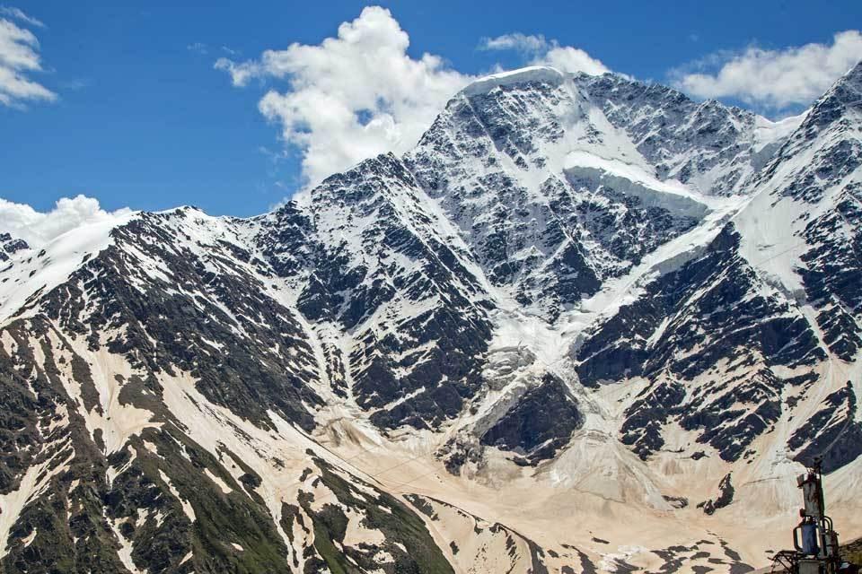 Гора Чегет в Приэльбрусье: «черные» трассы для экстремалов, бурные водопады, горные козлы на вершинах