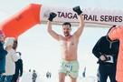 Даже смотреть холодно! Менеджер из Новосибирска бегает в шортах при -30