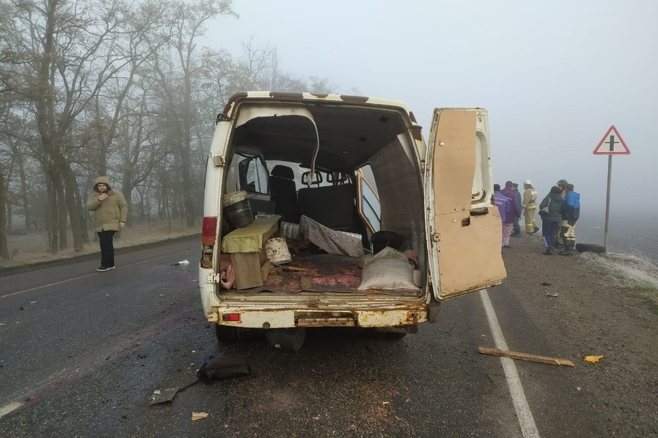 Фото с места аварии: ГУ МЧС России по Краснодарскому краю