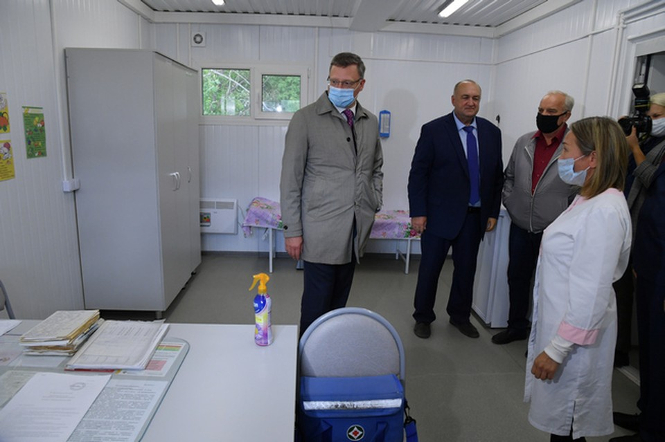 Главное, о чем сказал губернатор Бурков: Кому выдадут бесплатные лекарства от ковида, когда начнется вакцинация и ждать ли омичам локдауна