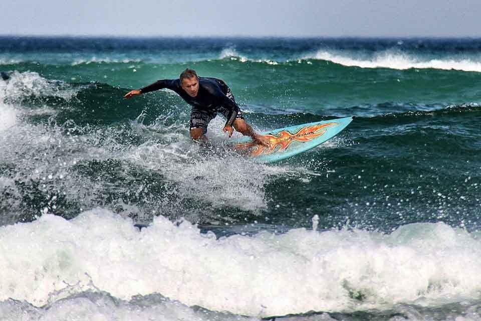 Поймать волну: лучше места для серфинга в Крыму